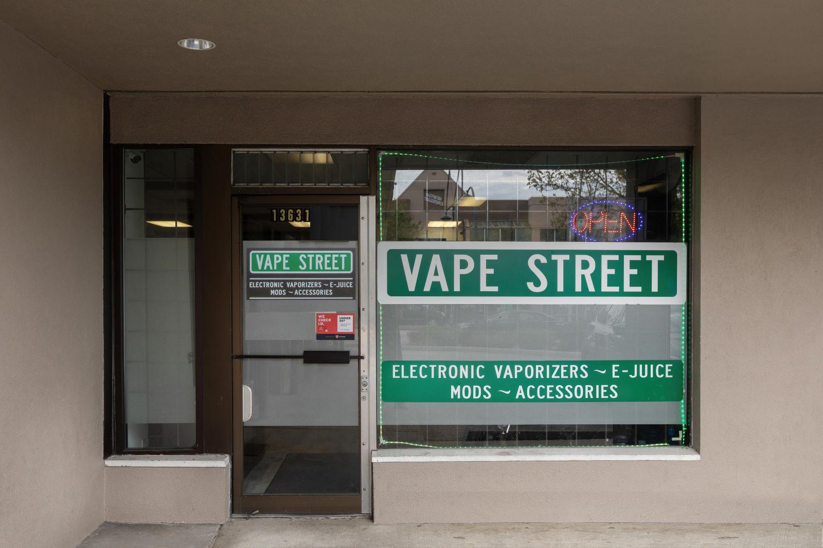 vape street west kelowna surrey newton